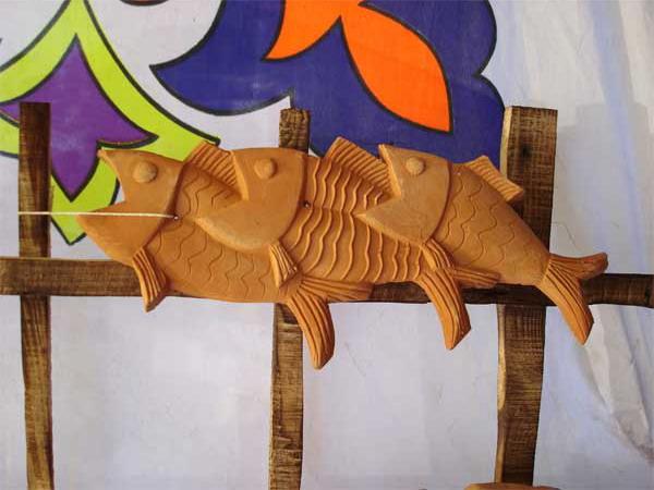 পাশাপাশি লেগে থাকা মাছ ত্রয় দেয়ালে ঝুলিয়ে রাখা যায় অনায়াশেই