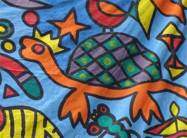 দীর্ঘ ব্যানারে একাংশে চিত্রিত কচ্ছপ